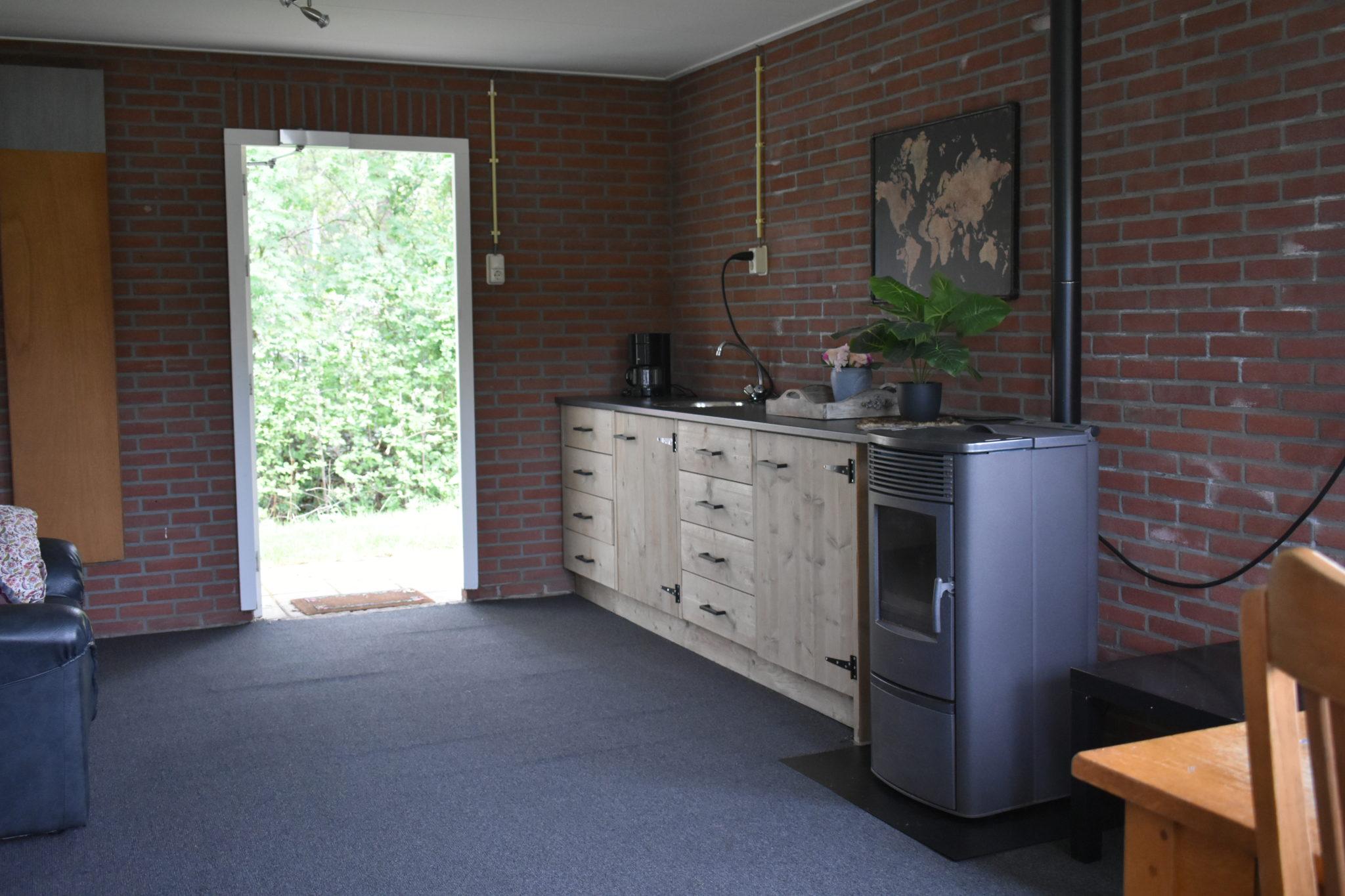 camping harminahoeve recreatieruimte binnen keuken