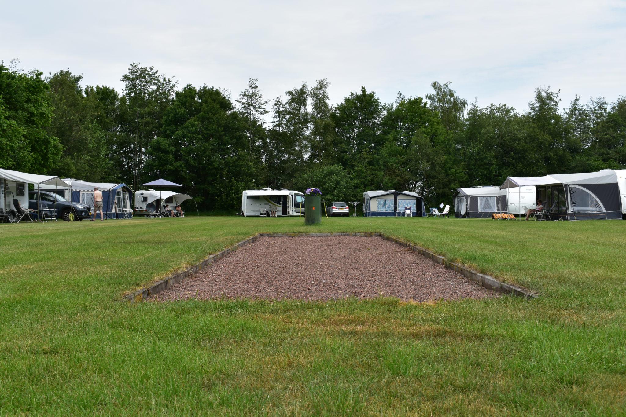 camping harminahoeve jeu de boule baan