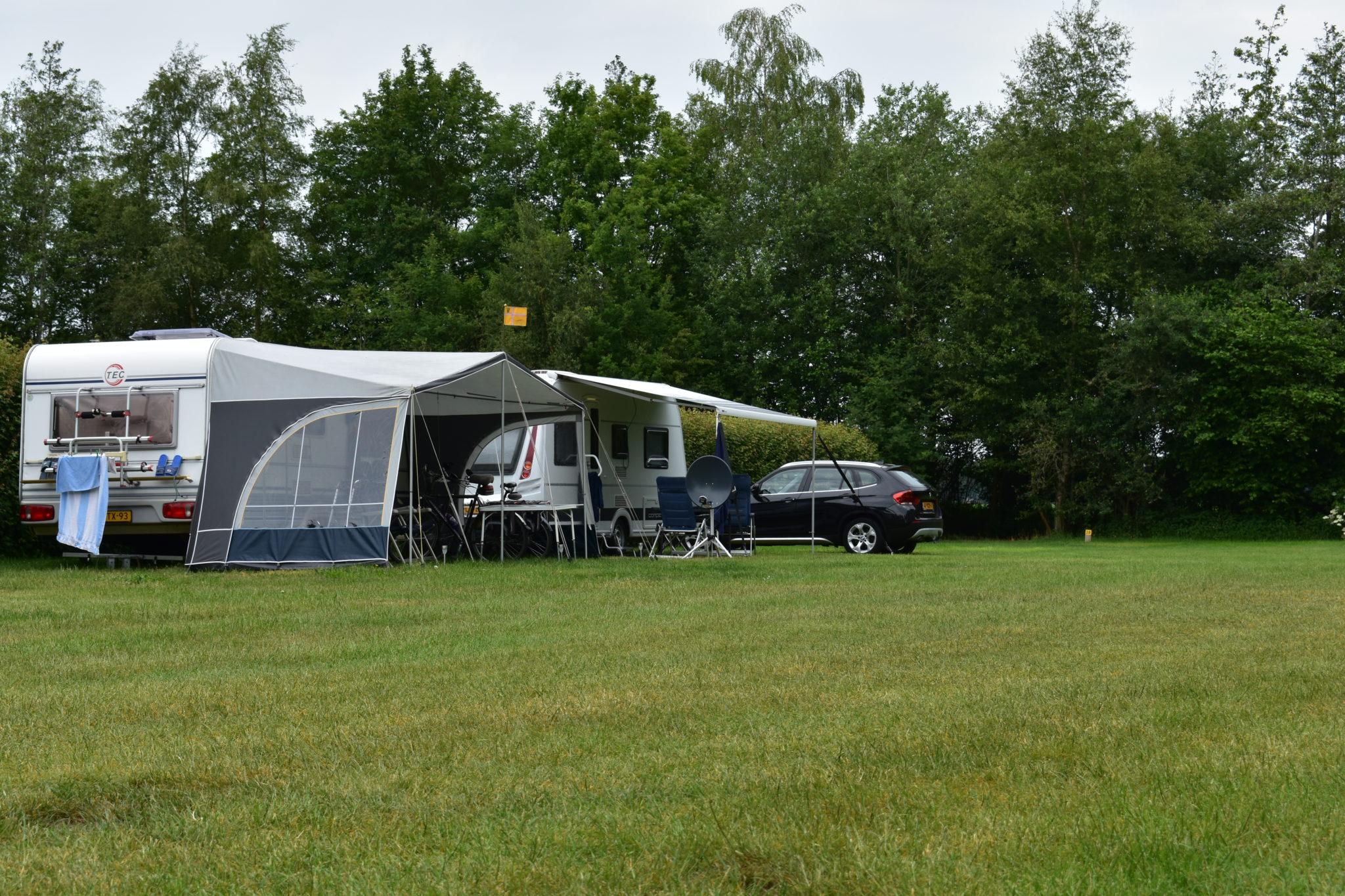 camping harminahoeve staanplaatsen caravan